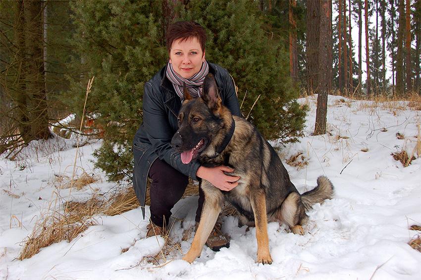 Marjo Jakobssonin Enska-koira on työssään tarkka ja nopea.